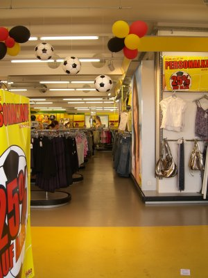 Gähnende Leere in einem Klamottenladen in Gelsenkirchen