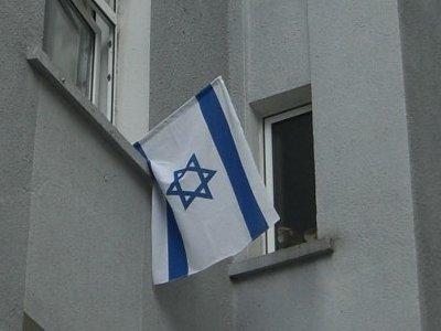 Israelflagge an Wohnhaus in Dortmunder Viertel