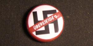 Gegen Nazis-Button des Übersteiger